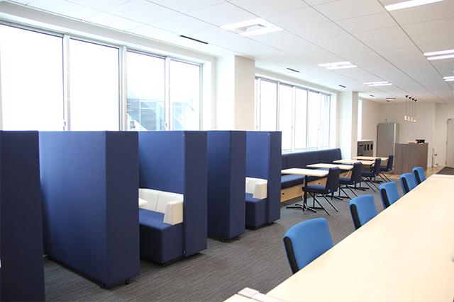書類作成など集中したい方は、個室スペースで。
